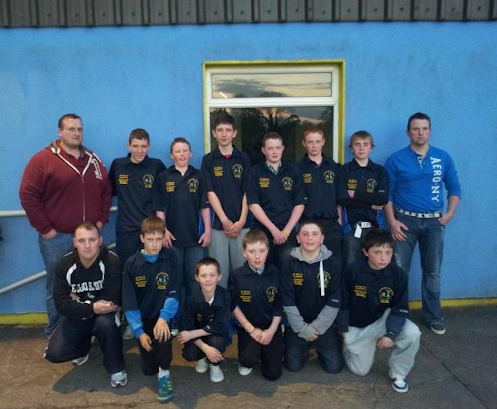 Pictured below is the presentation of club tops to members of the U14 Feile Team by Colin McCormack and JP Murray. Tops were kindly sponsored by JP Murray Carpentry and McCormack Bros. Plumbing.